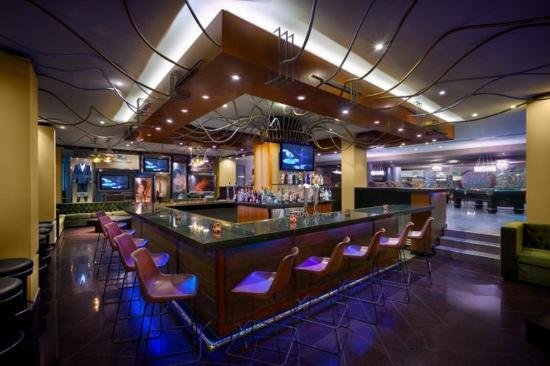Hard Rock Hotel Cancun - Smash Bar in Lobby