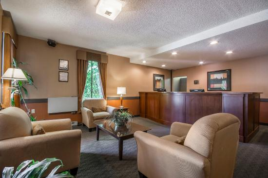 Econo Lodge Inn & Suites: Interior
