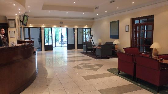 Hotel Küküllő: Foyer and reception
