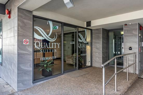Quality Suites Fremantle: AUQSFreemantle Reception Entrance View