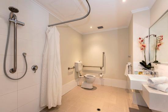 Quality Suites Fremantle: Guest Room