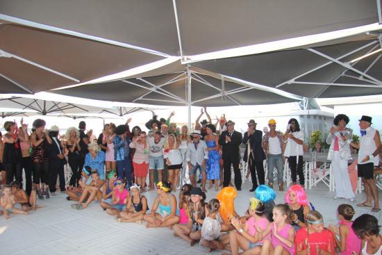 Festa al Bagno Vittorio 124 - Foto di Family Hotel Pinetina Mare ...