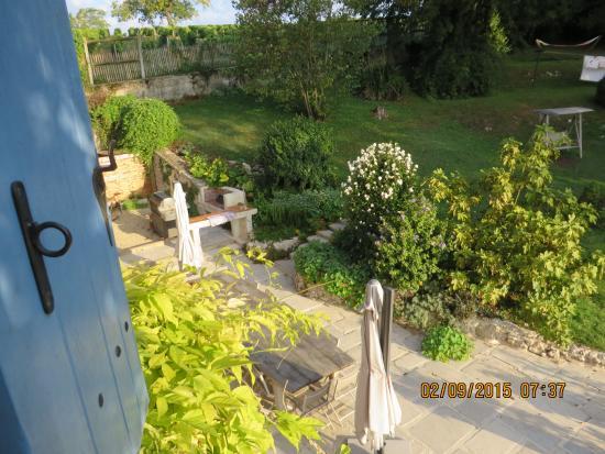 Montmoreau-Saint-Cybard, Frankrike: zicht vanuit het zijraam op terras