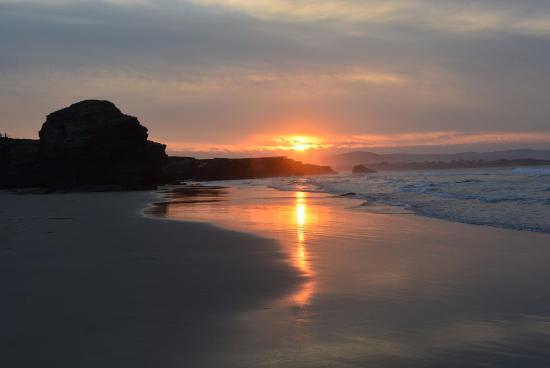 playa de las catedrales puesta de sol