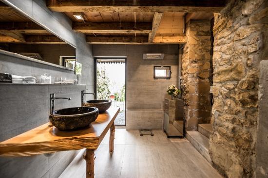 La Pinte du Vieux Manoir: Bathroom Bahnwärterhüsli