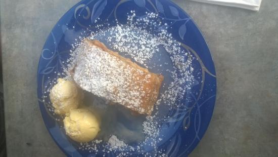 Kirchplatz'l: Apfelstrudel mit Vanilleis