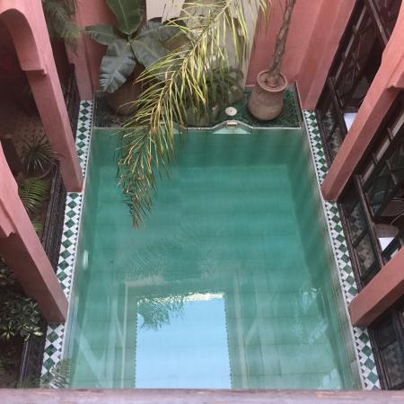 Riad Aderbaz: 中庭のプール