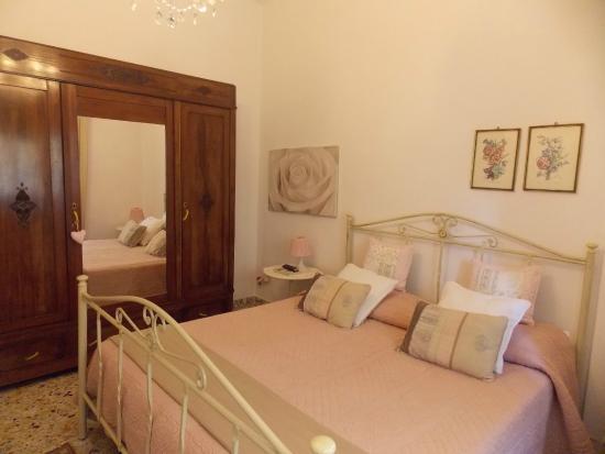 Il Giramondo Bed and Breakfast: La matrimoniale romantica