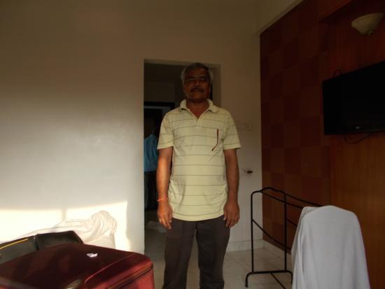 Saish Hotel : bedroom inside view