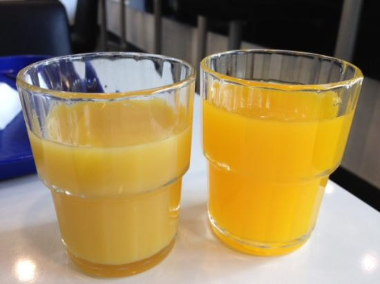 Ibis Budget Wroclaw Stadion: Real orange juice served before 08.00 vs artificial juice served after 08.00
