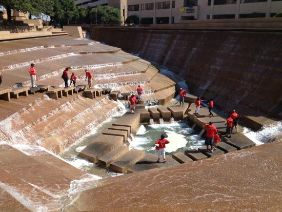 Discover Dallas Tours: Fort Worth Water Gardens