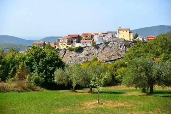veduta di Sasso nel comune di castel di sasso(ce)