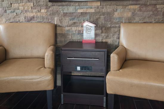 Red Roof Inn Springfield: Lobby Sitting Area