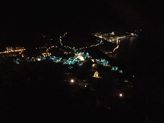 Hotel Ristorante Garden: panorama di sera dalla camera