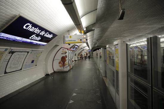 PARIS. Métro. Station CDG-Etoile (ligne 1). - Picture of Paris Metro ...