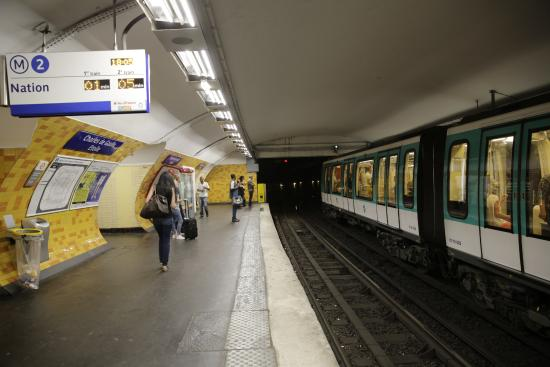 paris m tro ligne 2 station charles de gaulle etoile bild fr n paris metro paris. Black Bedroom Furniture Sets. Home Design Ideas