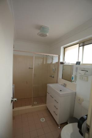 Lake Macquarie Motor Inn: Bathroom