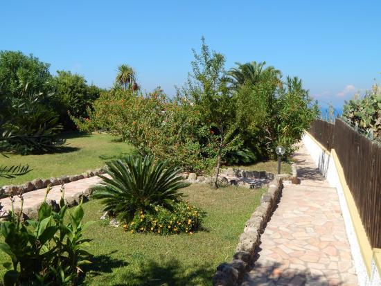 Albergo Belvedere: il giardino e la terrazza