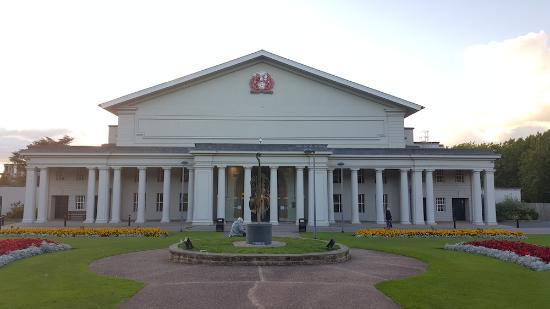 De Montfort Hall
