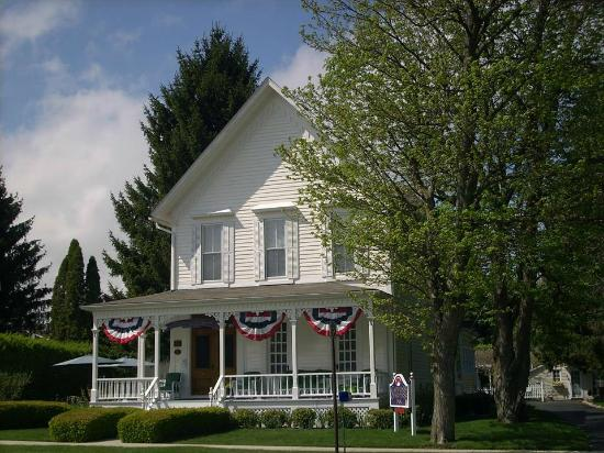 A Captain's Quarters B&B: Spring