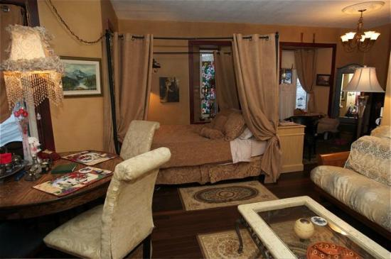 Crews on INN: Enjoy the comforts and space in the large Romantic Luxury Rose Suite