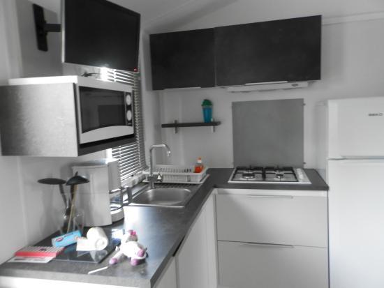 cuisine mobil home photo de camping club le trianon olonne sur mer tripadvisor. Black Bedroom Furniture Sets. Home Design Ideas