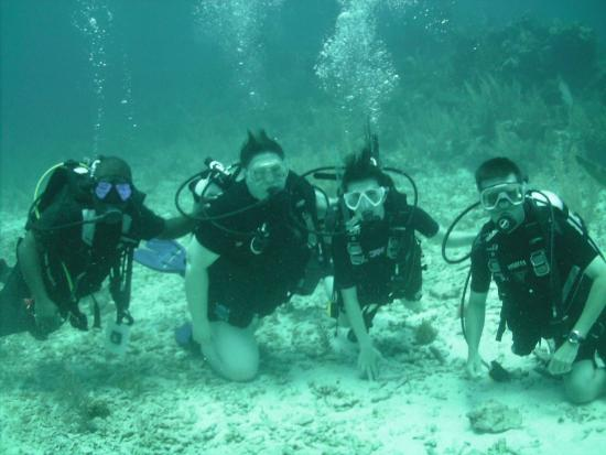Reef Adventures Belize: Group photo at 60 feet
