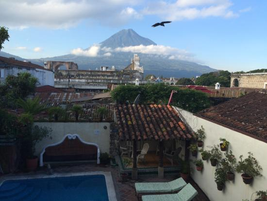 Hotel Casa del Parque: View of Mount Agua from the 2nd Floor