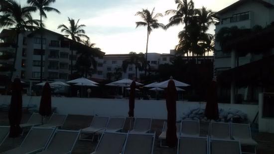 Buenaventura Grand Hotel & Great Moments All Inclusive: Bello amanecer desde la playa