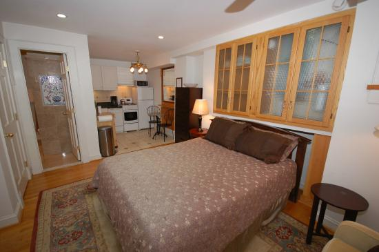 Studio Apartment Queen Bed studio apartment - queen bed, full bath with jacuzzi tub/shower