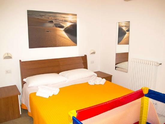camera da letto con culla - picture of residence la nuova orchidea