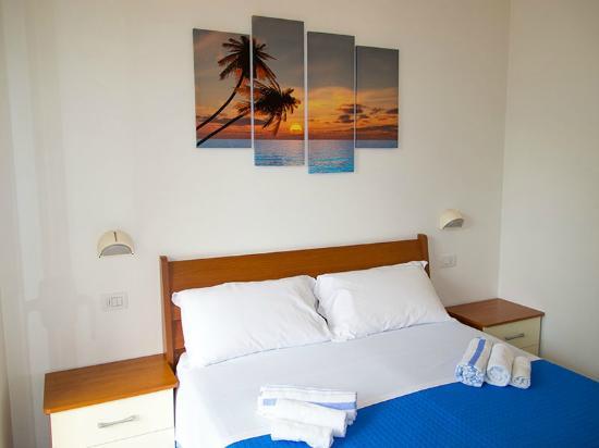 camera da letto - picture of residence la nuova orchidea, riccione ... - Orchidea In Camera Da Letto