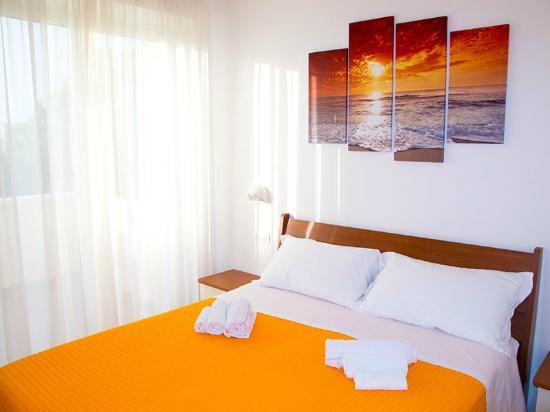 camera da letto con tv - picture of residence la nuova orchidea