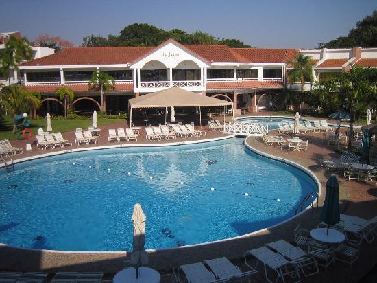 Piscina picture of los tajibos hotel convention center for Piscinas j martin caro