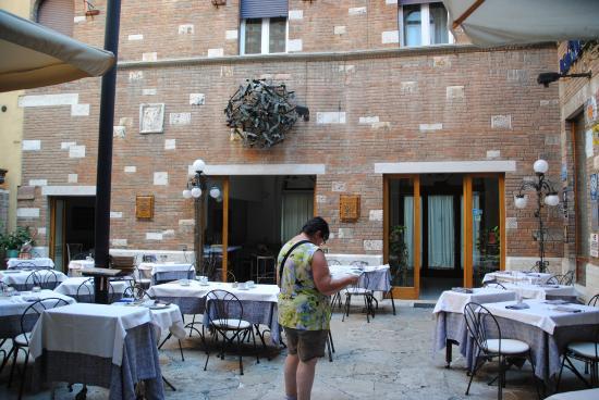 Hotel La Rosetta: patio interior