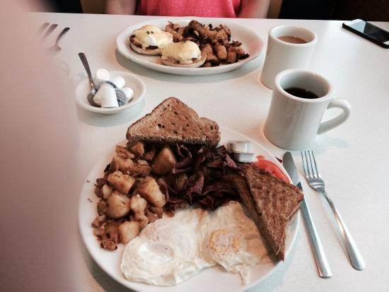 Mystic Diner and Restaurant: Corned Beef and Eggs