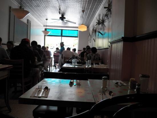 Kitchenette: La salle de restaurant