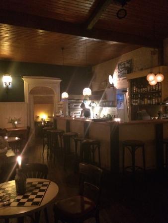 flammkuchen frische limonade berry bramble bild von hugo ball flammerie bar berlin. Black Bedroom Furniture Sets. Home Design Ideas