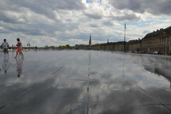 Miroir de bordeaux picture of the water mirror bordeaux for Miroir d eau