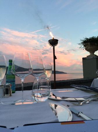 Hotel Villa Giulia: Was für ein Ort für ein romantisches Abendessen!