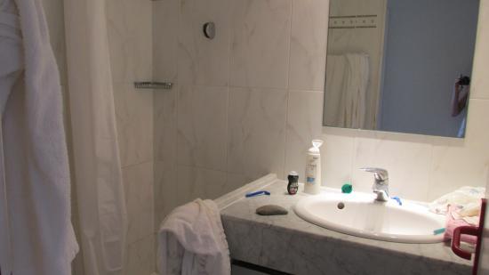 Marina Bianca Hotel: shower room
