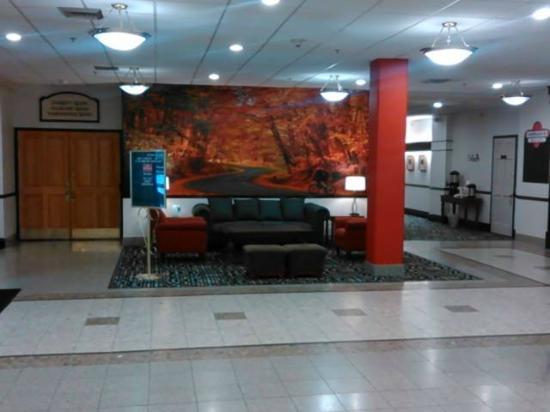 Ramada Cumberland Downtown : Lobby