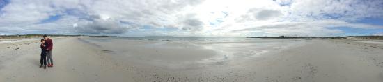 North Ronaldsay Lighthouse: Beautiful empty, white sandy beaches
