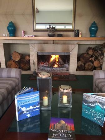 Views Cape Schanck: Cosy fire and bar,lounge, pool room