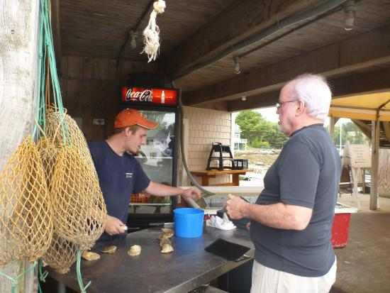 Southport, ME: The shucking lesson... GREAT!
