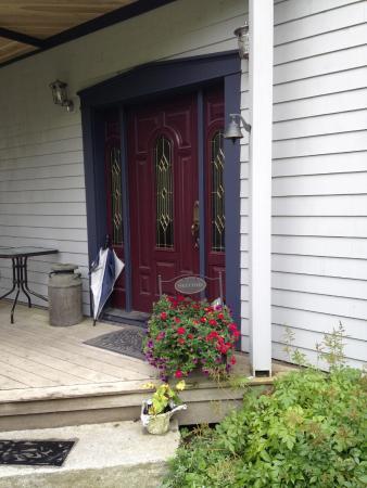 Three Pines Bed & Breakfast and Farm : front door