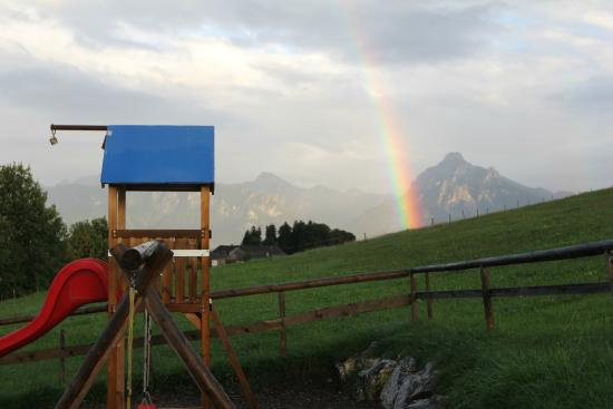 Hopferau, Alemania: A real rainbow at the kids playground :)