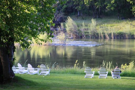 Morrison's Rogue River Lodge: Enjoy the solitude at the rivers edge