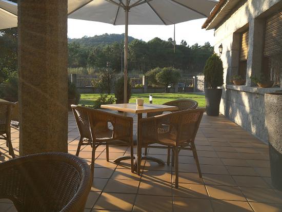 Abeiras: terraza del bar del hotel