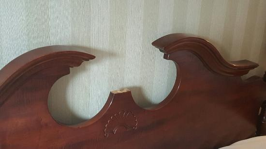 The Galt House Hotel: Bed Frame missing a part